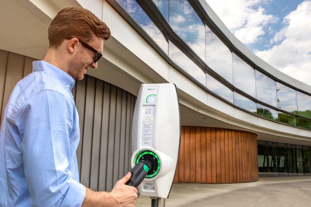 Iberplug desarrollo de la industria fotovoltaica solar y la movilidad eléctrica